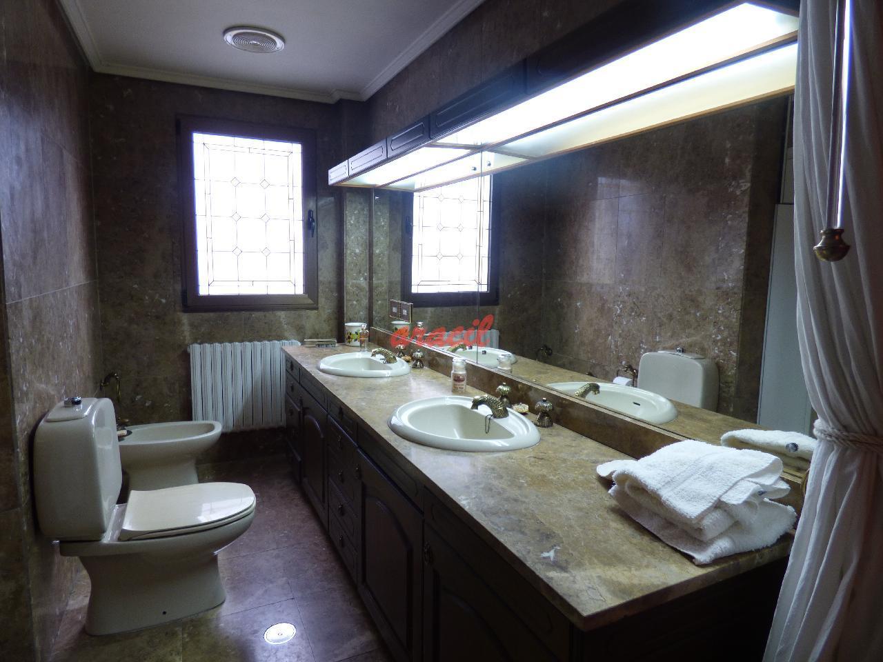 www.aracilinmobiliaria.com